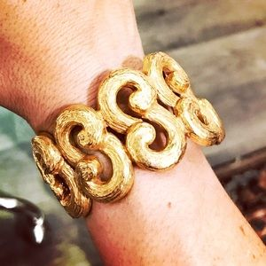 Vtg Goldtone scroll design bracelet